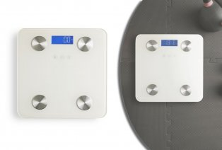 Smart scale with body analysis