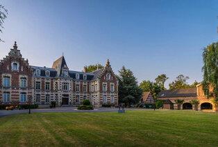 Agréable séjour dans un château du Nord de la France avec piscine