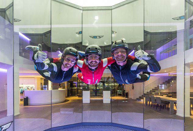 onvergetelijke-indoor-skydive-voor-volwassenen-en-kinderen-inclusief-begeleiding-video-opname-en-vliegbrevet