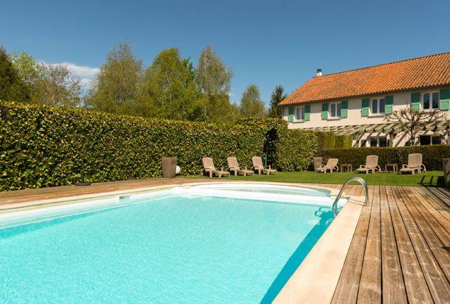 Halfpensionverblijf in de Lot-Auvergne met buitenzwembad - Auberge de la Tomette