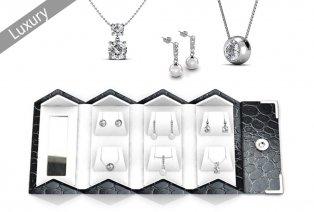 Juwelendoosje gevuld met halsketting en oorbellen