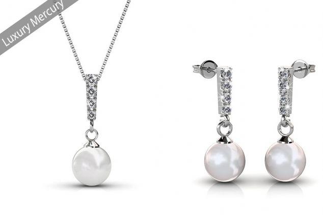 Luxury Schmuckschatulle gefüllt mit Halskette und Ohrringen
