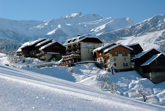 all-inclusive-short-of-midweekski-vlakbij-de-piste-valmorel-inclusief-slaapbus-free-bar-en-skipas-grand-domaine-hotel-chalet-du-crey