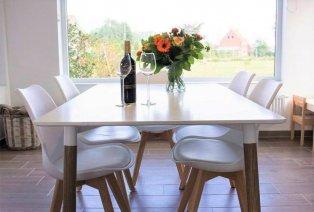 Design stoelen en tafel