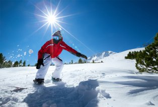 Shortski ou mid-weekski all inclusive dans la station de ski Les Menuires (FR), transport incl.