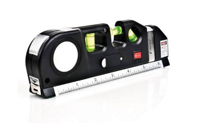 multifunktionelle wasserwaage mit laser lineal und roll meterma outspot. Black Bedroom Furniture Sets. Home Design Ideas