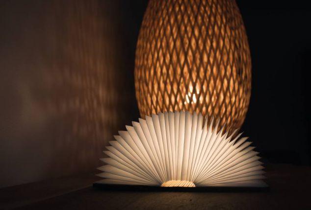 lampe led pliable en forme de livre outspot. Black Bedroom Furniture Sets. Home Design Ideas