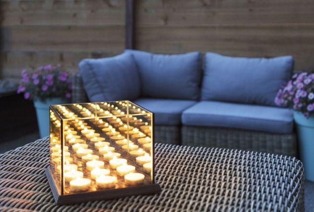 Kaarsjes In Huis : Open haard in het saunahuis in de zomer kaarsjes voor de sfeer